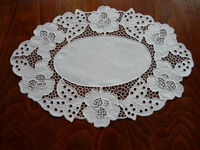 Habos riselt tálcakendő 43 x 30 cm ovál
