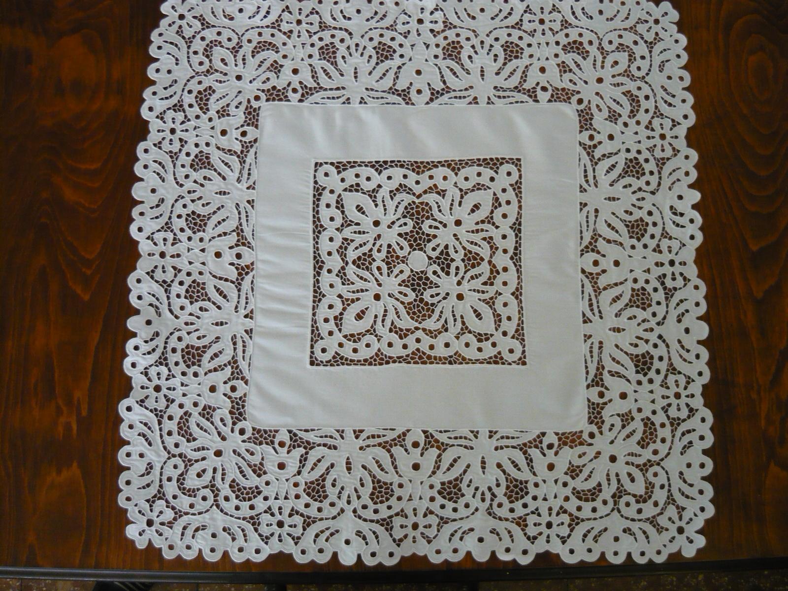 Habos riselt asztalközép 70 x 70 cm