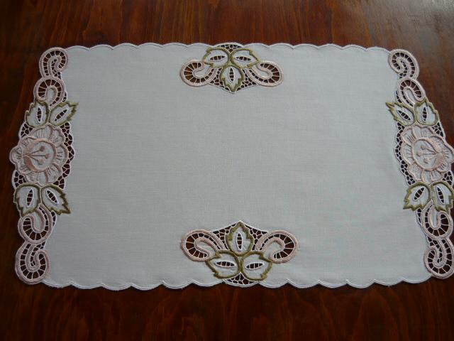 Úri hímzéses terítő 61 x 35 cm