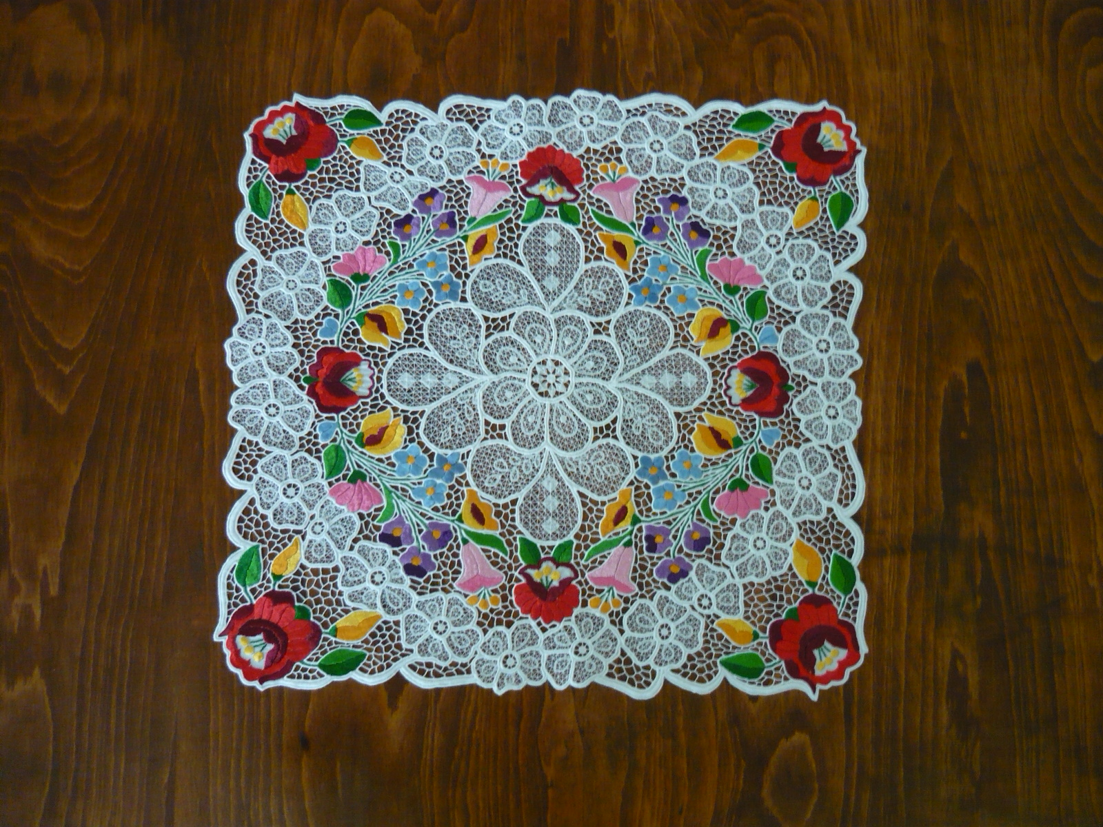 Kalocsai riselt asztalközép 50x50 cm