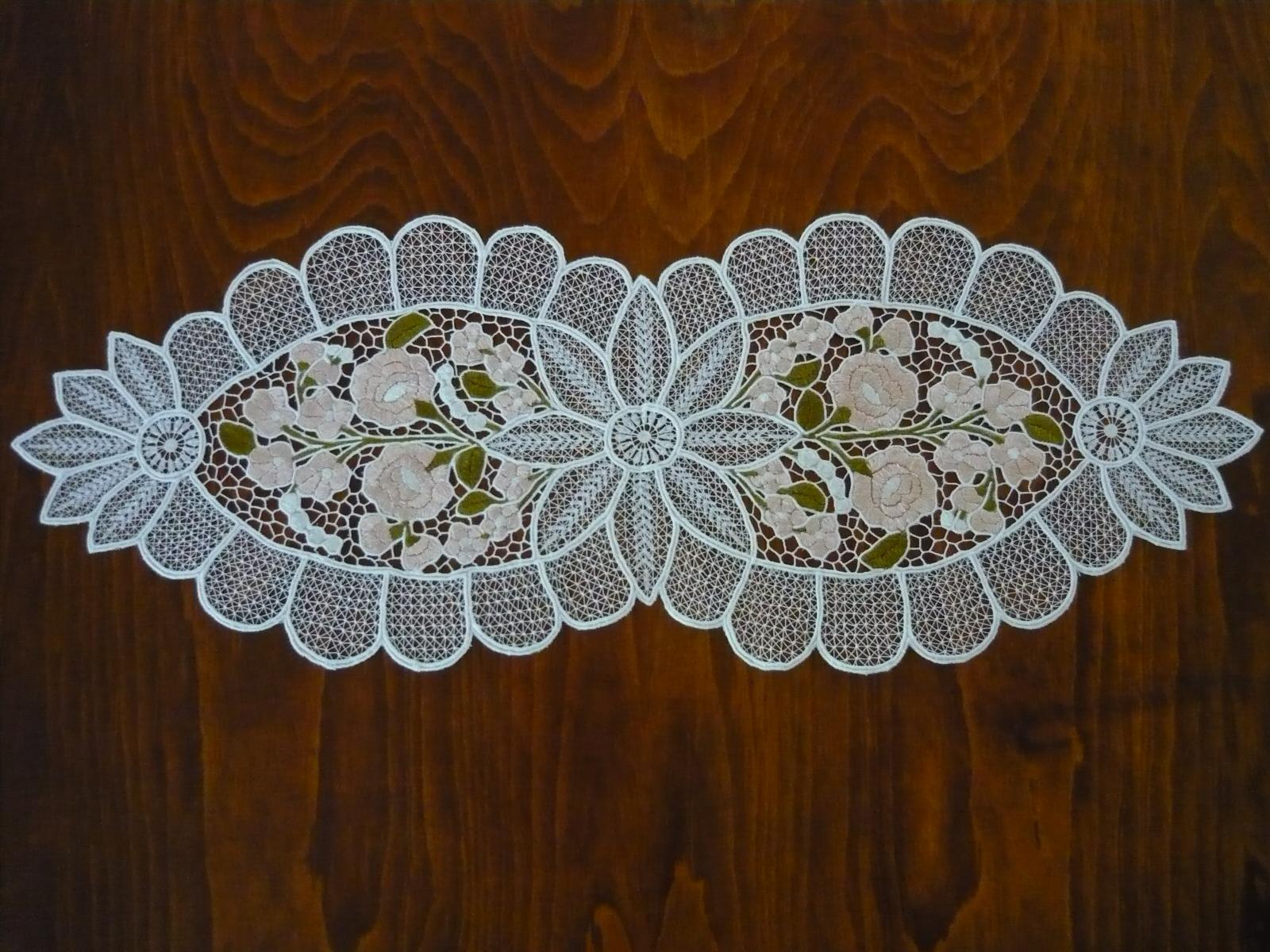 Riselt futó kalocsai mintával pasztell színben 60 x 25 cm